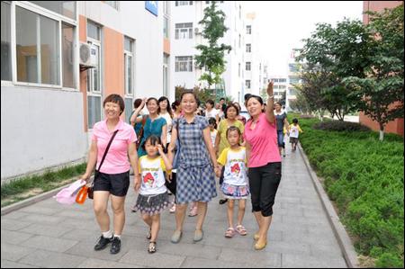 潍坊新华幼儿园大班幼儿参观小学
